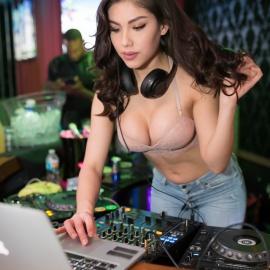 POP: DJ Konstantina