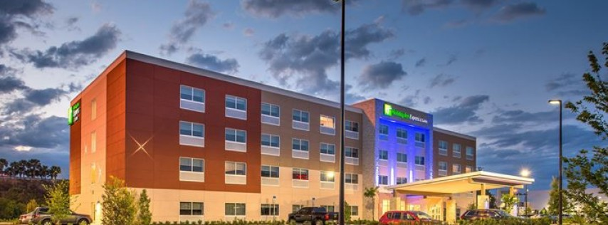 Holiday Inn Express & Suites Wesley Chapel