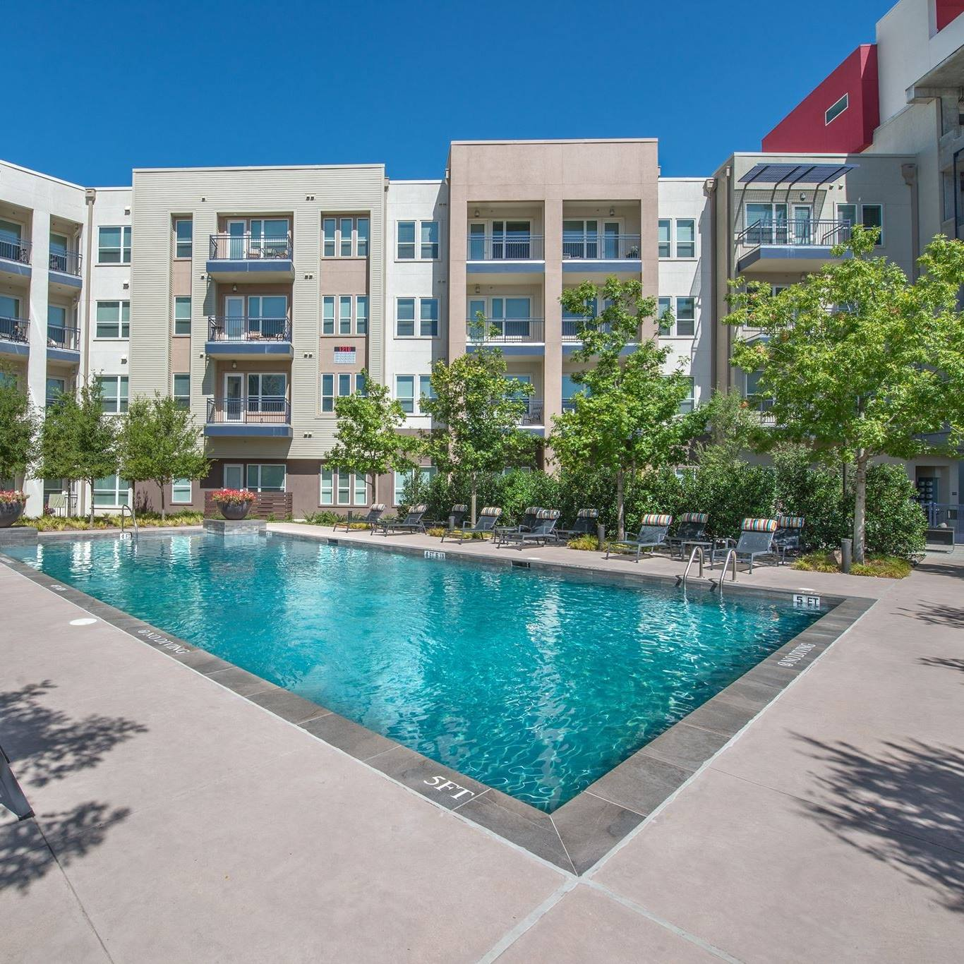 Dallas Area Apartments: South Side Flats Apartments