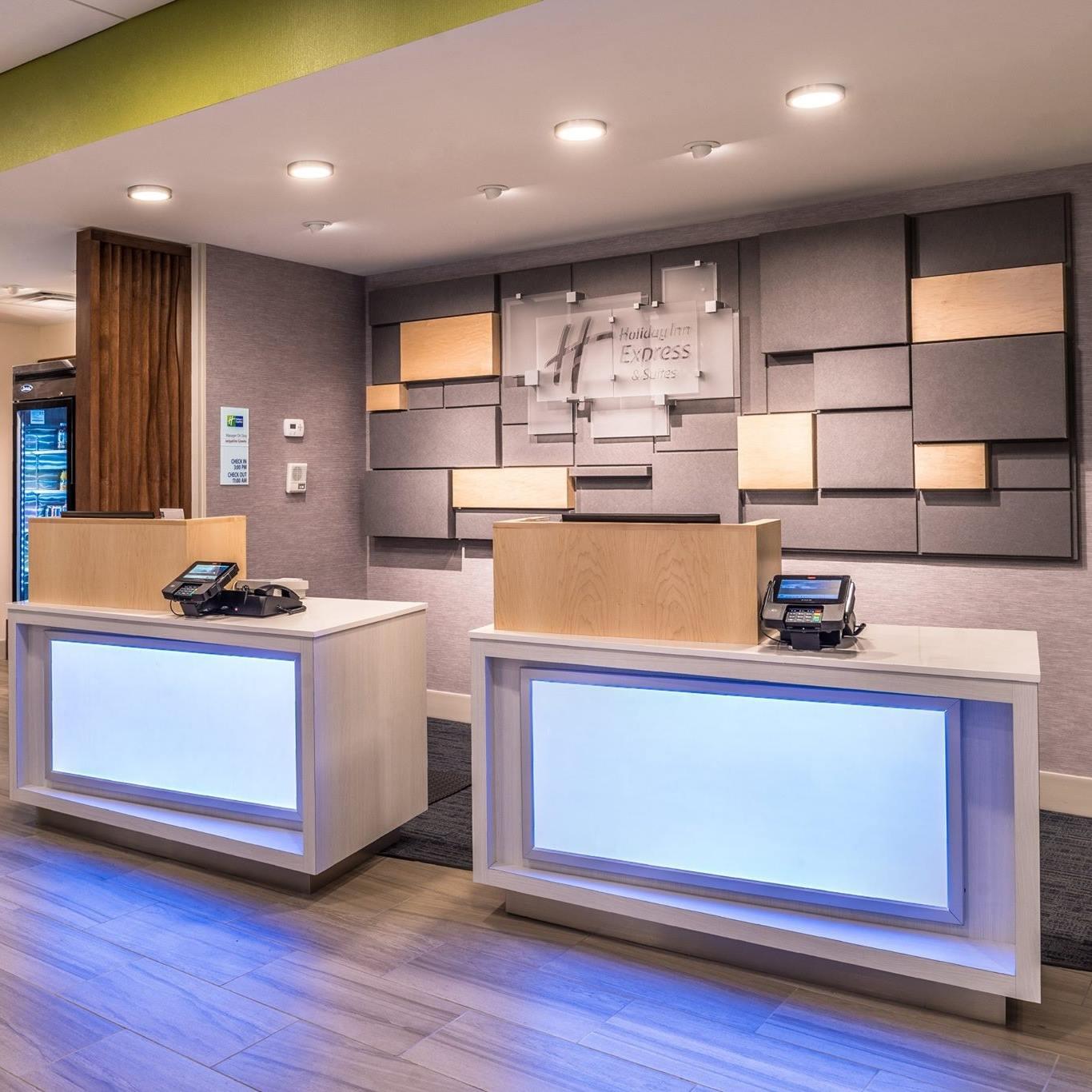 Bradenton Oaks: Holiday Inn Express & Suites Wesley Chapel