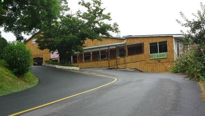 Carver's Orchard & Applehouse Restaurant - Restaurant ...