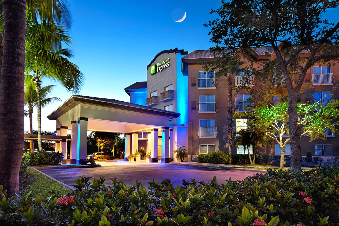 Holiday Inn Express Naples Downtown 5th Avenue Travel