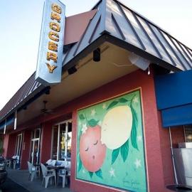 La Grande Orange Grocery and Pizzeria