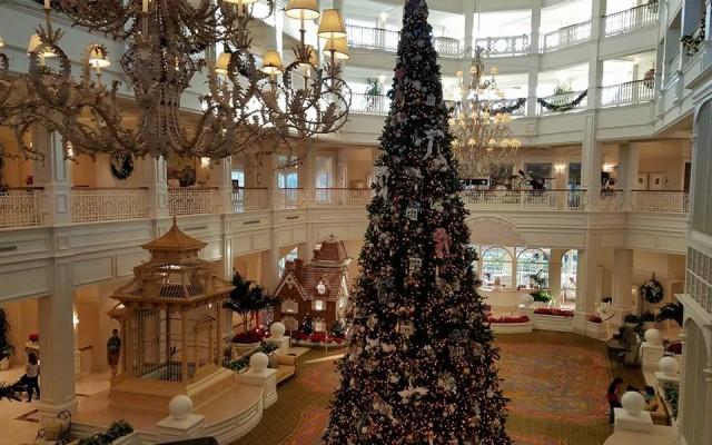 Christmas Lights at Walt Disney World Resorts