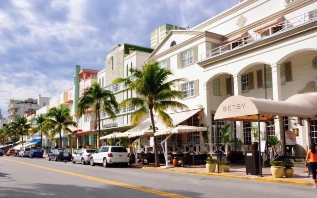 Restaurants Off of Ocean Drive in South Beach, Miami