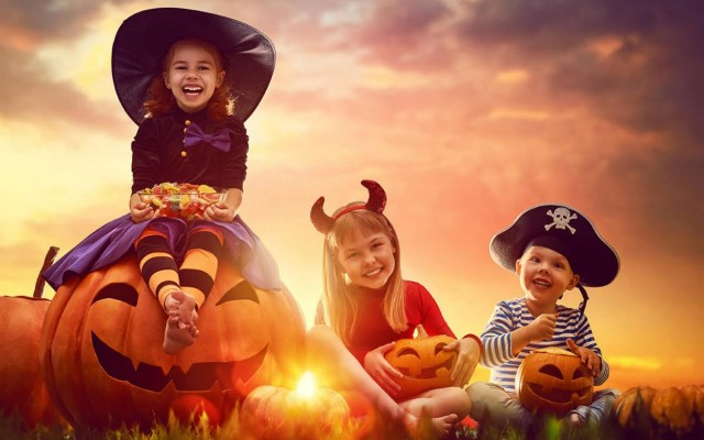 Singin' Happy Halloween