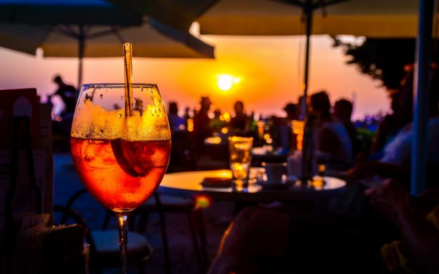 Enjoy Cocktails With an Ocean View at Miami's Best Beach Bars