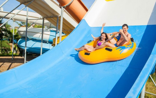 The Best Water Parks Across the Country You HAVE to Visit This Summer