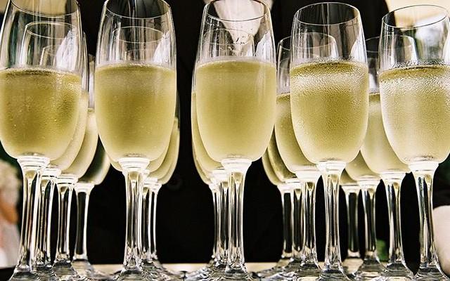 Holiday Wine Tasting! (DECEMBER)