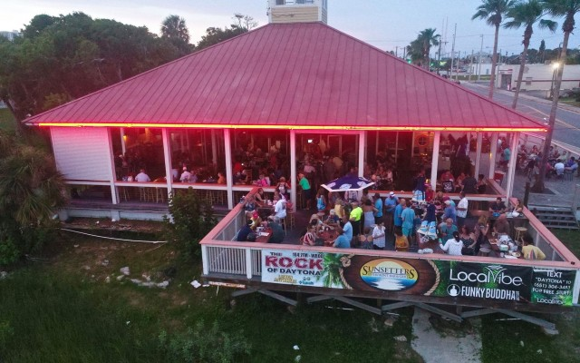 Sunsetters Riverfront Bar & Grill