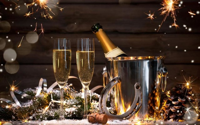 New Year's Eve Dinner & Dancing at Tradewinds Restaurant