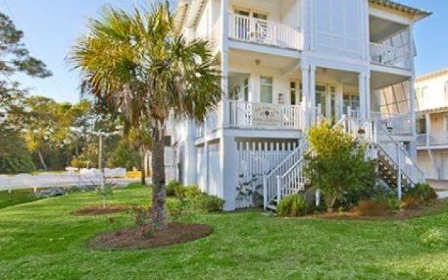 Paula Deen's Y'all Come Inn Vacation Rental, Tybee Island, GA