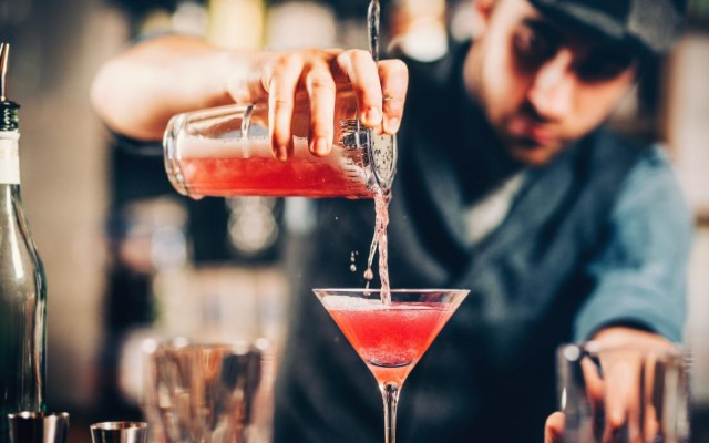 A List of Cocktail Bars in Daytona Served Straight Up