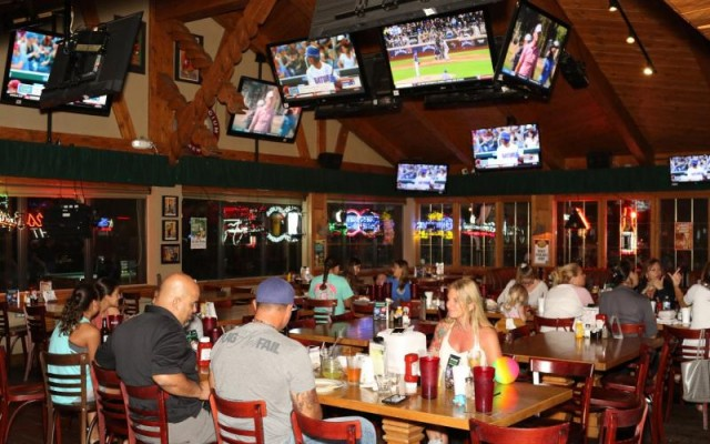 Best Sports Bars in Orlando | Watch All the Big Games and More!