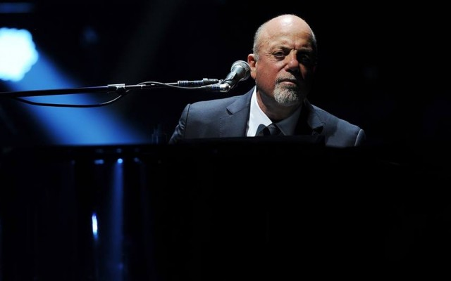 Billy Joel Performing At The Amway