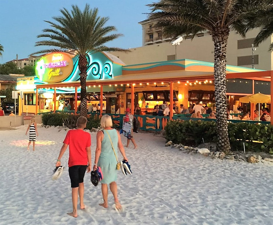 Beach Bars in Clearwater Beach | Happy Hours, Specials, Sports
