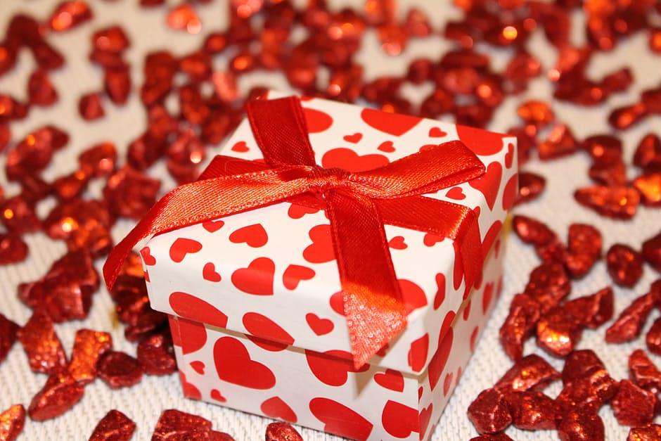 Valentine S Day Singles Game White Elephant Gift Exchange