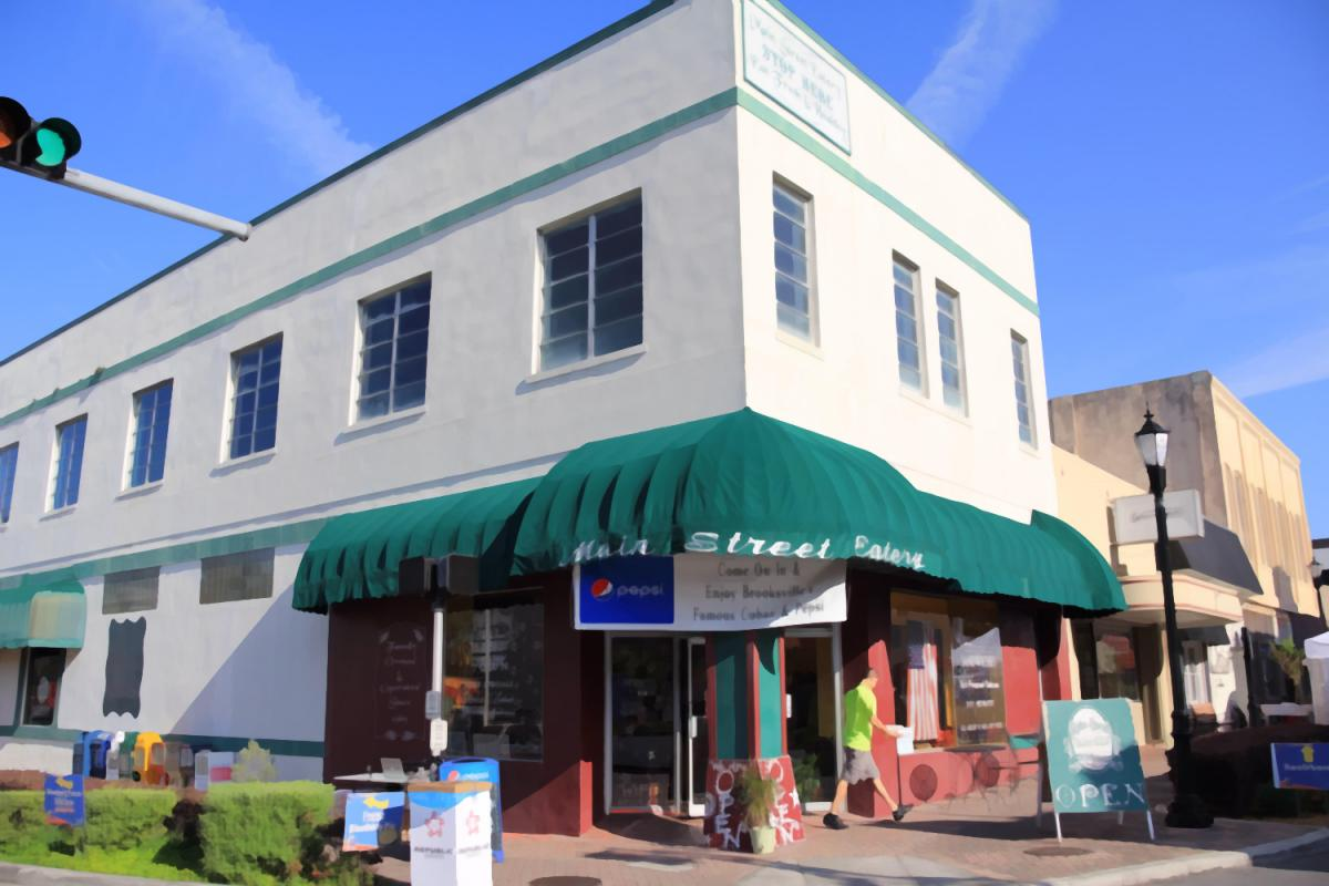 Grab Lunch at Brooksville's Most Heralded Restaurants That Have Stood the Test of Time