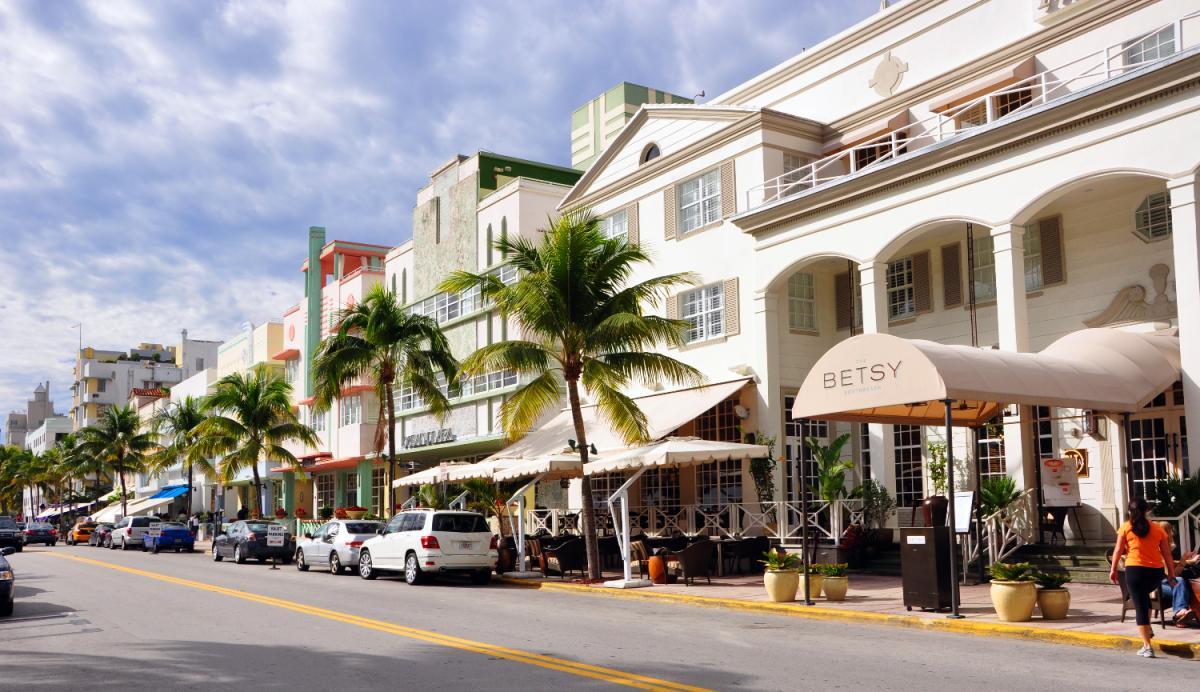 Restaurants Off Of Ocean Drive In South Beach Miami
