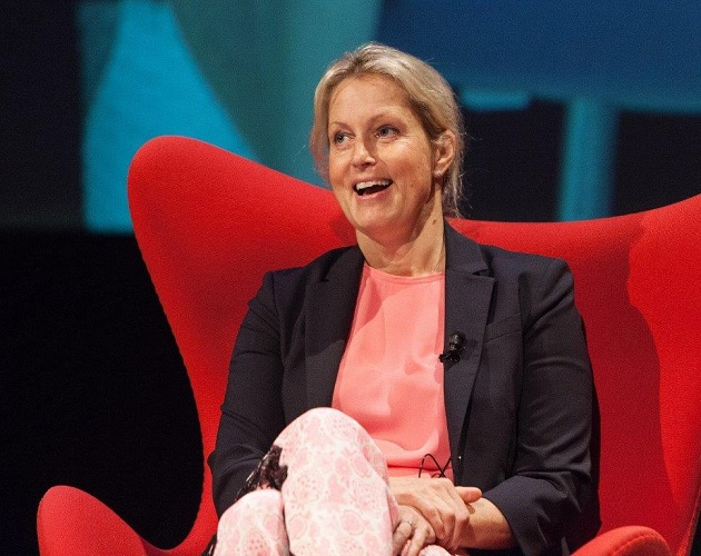 Actress-Author Ali Wentworth Charms the Crowd at the RCLA Town Hall Lecture Series in Sarasota