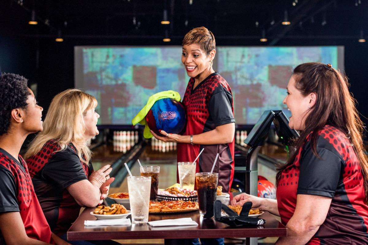 Seminole and Sunrise Lanes Are The Summer Hangout Spot