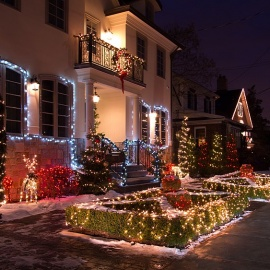 Best Neighborhoods to Experience the Holiday Spirit in Fort Myers