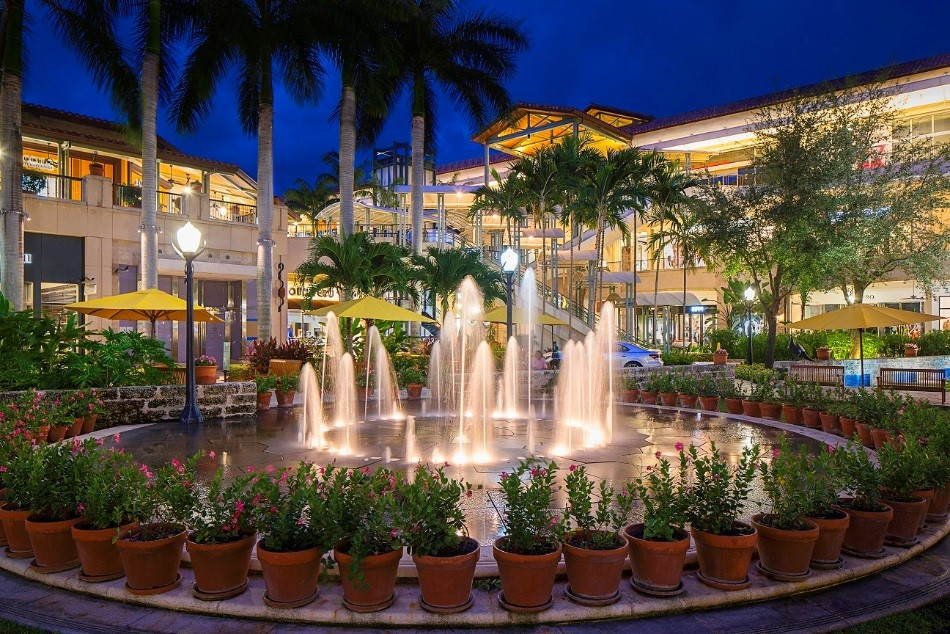 "Inaugural ""Shop & Stroll"" Benefit Presented by Shops at Merrick Park and the Coral Gables Community Foundation on May 16"