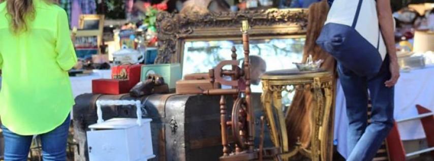 Antiques & Collectors Extravaganza