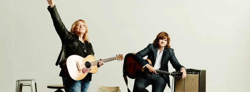 Indigo Girls with Chastity Brown - A Benefit for Beyond Hunger @ Thalia Hal...