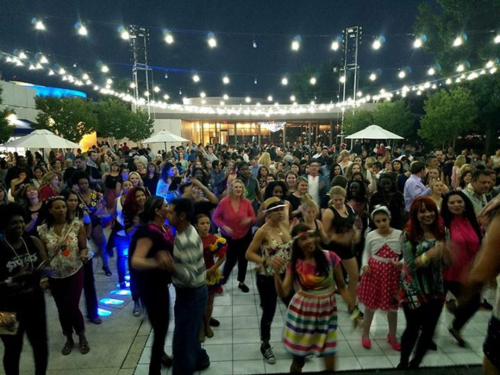 Dancing in the Gardens Featuring Hip Hop - 90s night!