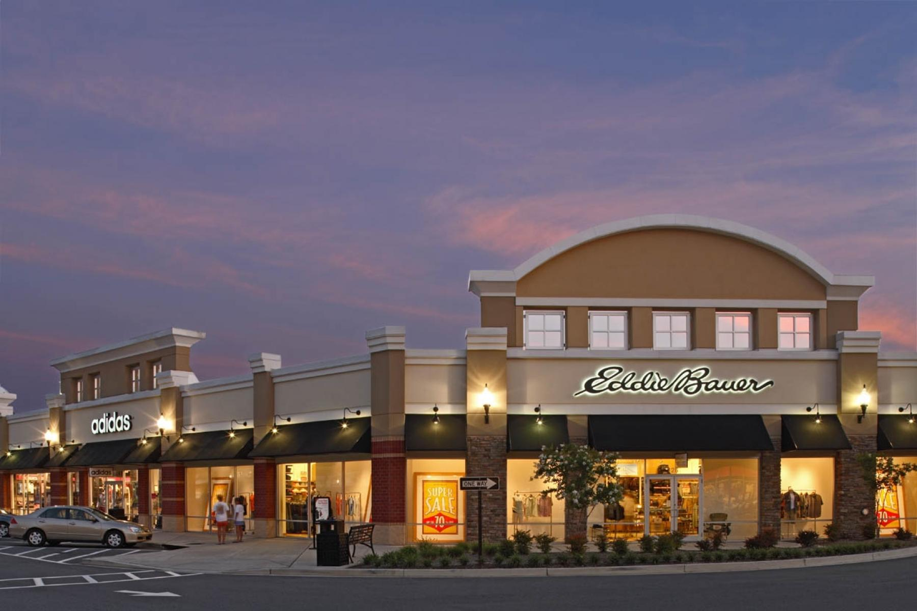 Receipts and Rewards gift card promotion at Queenstown Premium Outlets