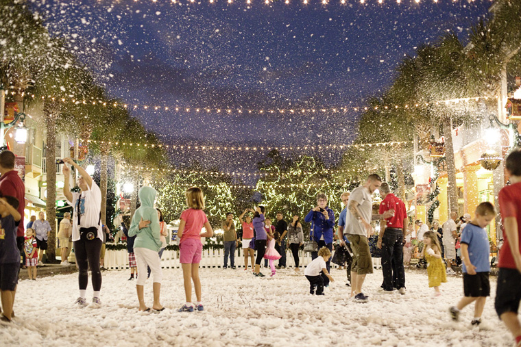 Christmas Event In Florida.Now Snowing At Celebration Town Center Orlando Fl Dec 9