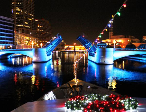 River Of Lights Christmas Cruise Aboard Yacht Starship
