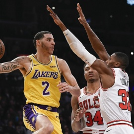 Bulls drop 8th straight with ugly 107-100 loss to Lakers178