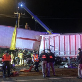 At least 1 dead after tractor-trailer crash in southwest Miami-Dade88