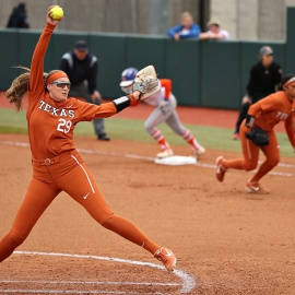 Team effort helps Texas dominate on first day of Texas Invitational 138