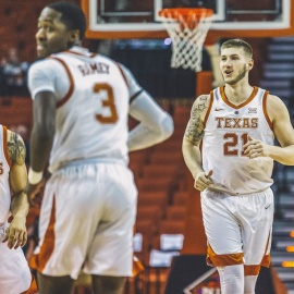 Texas holds off South Dakota State, 79-73, to advance in the NIT206