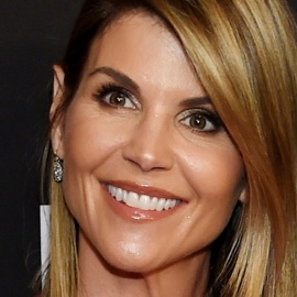 Lori Loughlin gets 'Full House' co-star's support in college admissions scandal8