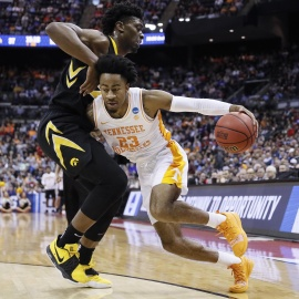 NCAA roundup: Tennessee blows 25-point lead, defeats Iowa in overtime79