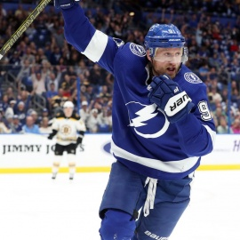 Quick Strikes: Steven Stamkos hits 40-goal milestone before the Bolts take four days off229